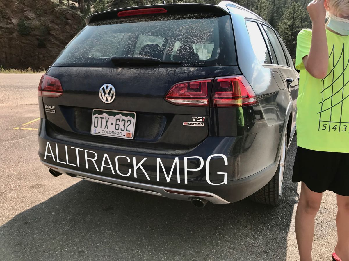 Alltrack MPG - rear of wagon with child to the sidee